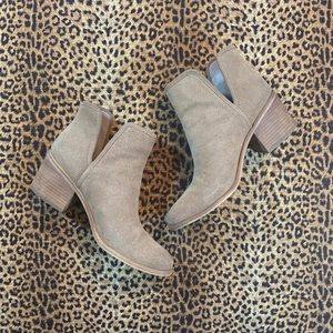 NEW! [HINGE] BLOGGER FAVORITE Tan Ankle Booties
